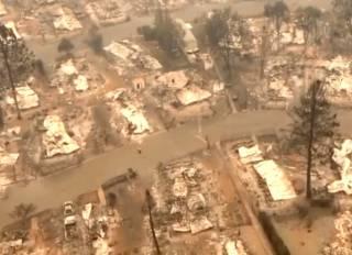 Калифорния в огне: появились жуткие кадры выгоревших городов