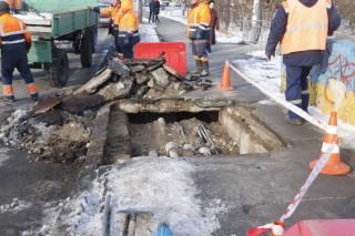 В Киеве развалилась часть очередного путепровода