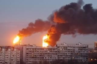 В Москве бушевал пожар на нефтеперерабатывающем заводе. Соцсети массово публикуют видео