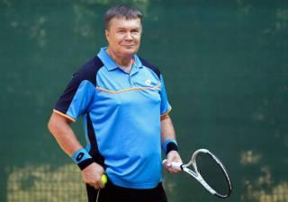 Суд пожалел Януковича и дал ему пару недель, чтобы подлечить «теннисную травму»