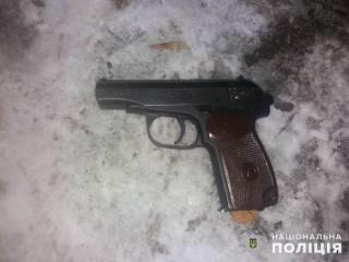 Под Киевом грабителя магазина застрелили из его же пистолета