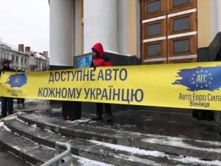 Владельцы «евроблях» проводят масштабную акцию по всей Украине: заблокированы крупные трассы