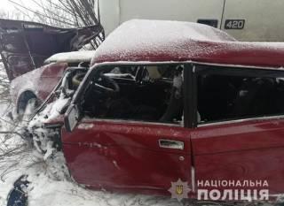 Жуткое ДТП в Полтавской области: грузовик буквально размазал легковушку с людьми