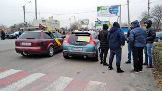 «Евробляхеры» продолжают перекрывать дороги в Украине. Правда, уже не так масштабно
