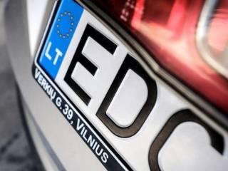 В Киеве «евробляхеры» устроили драку прямо на дороге. Пострадала беременная женщина