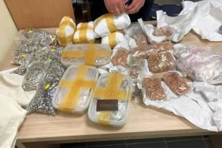 Во львовском аэропорту задержан мужчина с 17 кг золота. Похоже, влетит и таможенникам