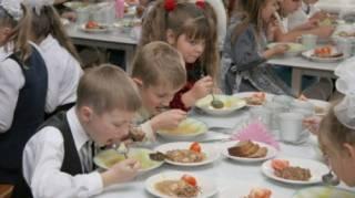 В столичной школе детей кормили едой с сальмонеллой