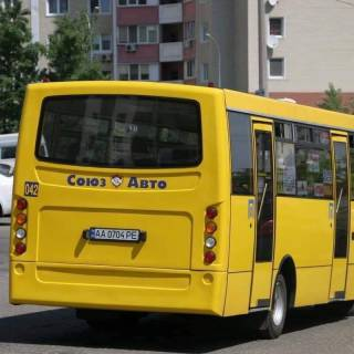В Киеве пассажиры маршрутки прямо на ходу принялись избивать водителя