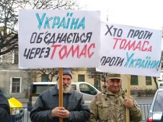 За пикетами епархиальных зданий УПЦ стоят люди Порошенко, радикалы, раскольники и униаты