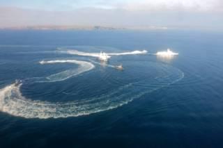Появилось видео захваченных Россией украинских кораблей в Керчи