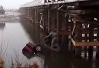 В Ровенской области из-за пьяного водителя утонул автомобиль с людьми