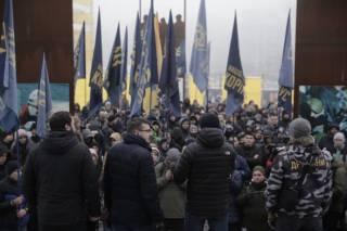 Националисты пришли к Порошенко требовать введения военного положения