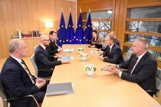 Туск на встрече с Яценюком: Россия должна немедленно освободить украинских моряков и прекратить любые дальнейшие провокации
