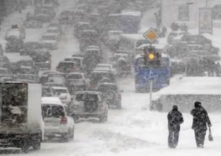 Из-за снегопада в Киеве произошло более сотни ДТП
