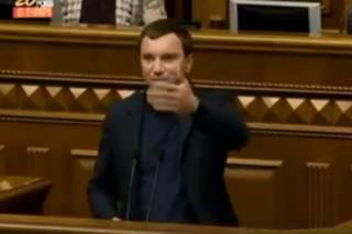 Соцсети уличили депутата в выступлении с трибуны пьяным. Другого попросил «не матюкаться» сам президент