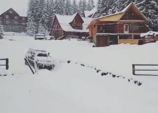 Карпаты основательно занесло снегом
