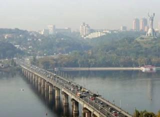 В воскресенье в Киеве для автомобилей перекроют мост Патона. Полностью