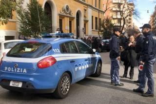 Смертельно больной парень захватил два десятка заложников в одном из учебных заведений Италии