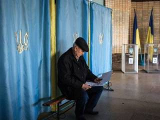 «Благодаря» военному положению, в Украине уже вовсю отменяют местные выборы