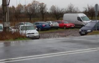 С принятием закона о «евробляхах» в Венгрии появилось целое «кладбище» недоехавших в Украину авто