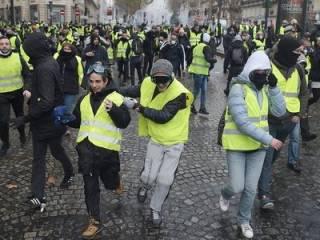 «Бензиновый Майдан» во Франции набирает силу: власти уже готовятся ввести чрезвычайное положение
