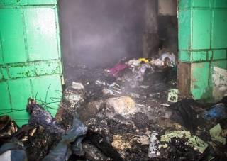 Бомжи едва не сожгли многоэтажку на окраине Киева