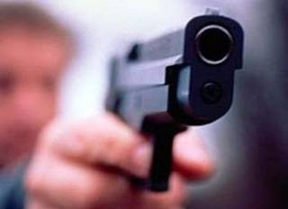 В харьковском супермаркете охранник застрелил вора, который набросился на него с ножом