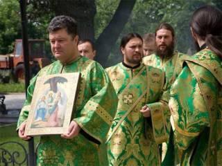 Порошенко напомнили, что он – иподиакон УПЦ. И попросили о защите Почаевской Лавры