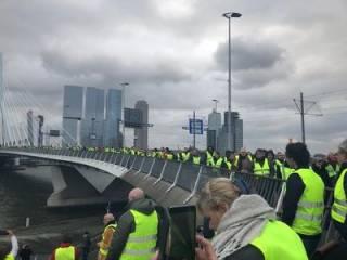 Пока во Франции пытаются подавить восстание «желтых жилетов», протесты вспыхнули в Бельгии и Нидерландах