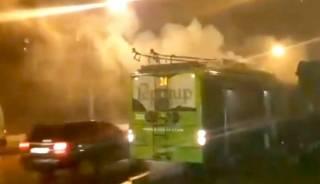 В Харькове на ходу загорелся троллейбус с пассажирами