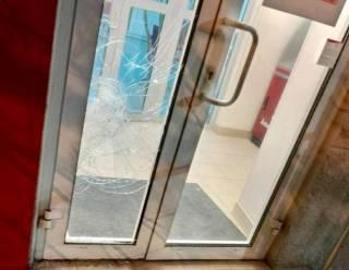 Националисты изуродовали фасад российского банка во Львове