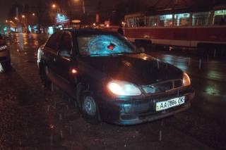 В киевском спальнике Lanos прокатил пешехода на крыше