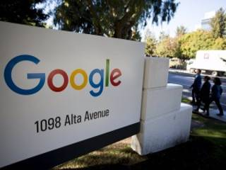 В США разгорелся скандал из-за того, что Google на запрос «идиот» показывает фото Трампа