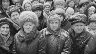 С отпечатками пальцев на тот свет. Как украинская власть добивает пенсионеров