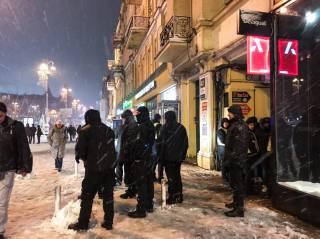 На Крещатике фанатов «Лиона» забросали снежками – полиция угрожала украинцам «Беркутом»