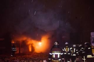 Ночью в Киеве горел рынок «Юность»