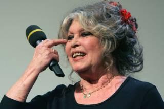 Легендарная французская актриса написала гневное письмо Порошенко