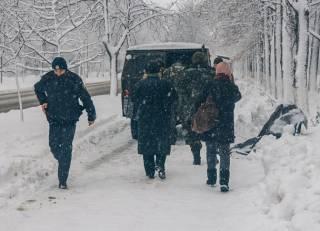 В Киеве во время снегопада на улице умер пожилой мужчина