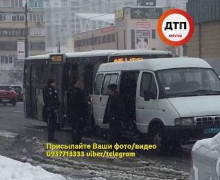«Мгновенная карма»: Водитель маршрутки назвал пассажира «тварью» и тут же за это поплатился