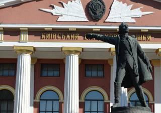В Киеве решили снести памятник российскому полководцу Александру Суворову, признав его «не памятником»