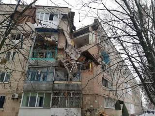 Мощный взрыв раскурочил половину подъезда в одном из домов под Киевом
