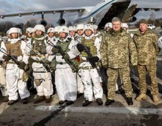 Украинский десантник объяснил, зачем нацепил нацистский шеврон на встрече с Порошенко