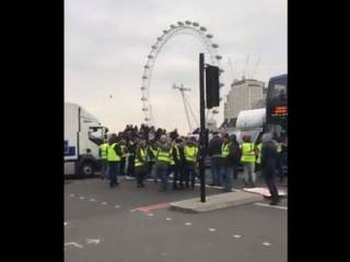 В Великобритании «желтые жилеты» провели первую серьезную акцию