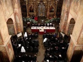 В Киеве таки стартовал «объединительный собор». Не обошлось без «стилистики Путина»