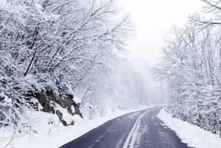 Украинские дороги кое-где замело снегом