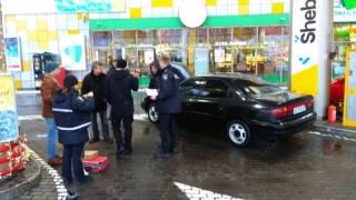 Появилось видео дерзкого вооруженного ограбления АЗС в Киеве