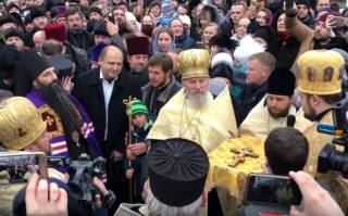 В Виннице сотни верующих встретили нового архиепископа Варсонофия