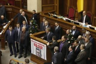 Новинский с трибуны ВР: Уважаемые депутаты, не подыгрывайте избирательной кампании Порошенко, ему осталось недолго