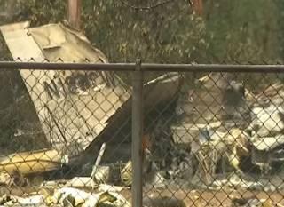В США самолет рухнул прямо на футбольное поле в парке – есть погибшие