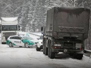 В Литве грузовик НАТО протаранил легковушку ‒ погибли молодые девушки